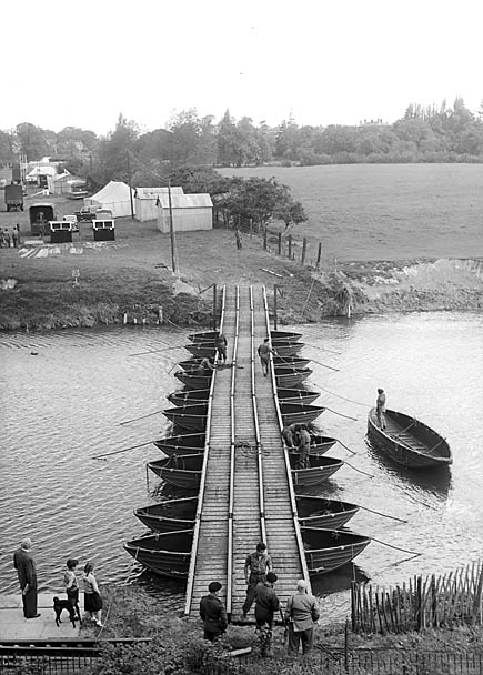 [Pontoon bridge over Severn to West Midland Show]