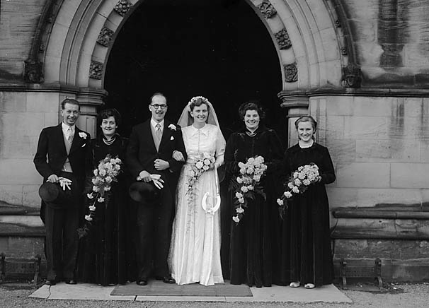 [Wedding of John Hounslow, Tingewick, to Gwendoline Jones, West Felton, at Oswestry Parish Church]