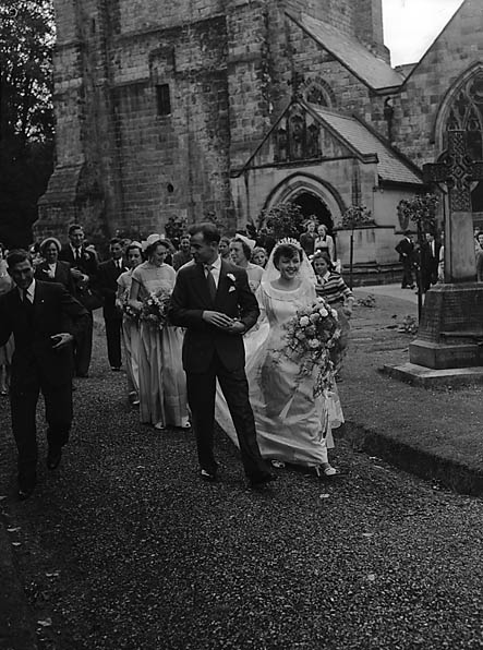[Wedding of Dorothy Louise Jones to Frank Henry Newson at Oswestry Parish Church]