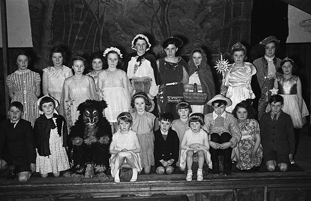 "[Caersws children who performed the operetta ""Red Riding Hood"" at Caersws]"