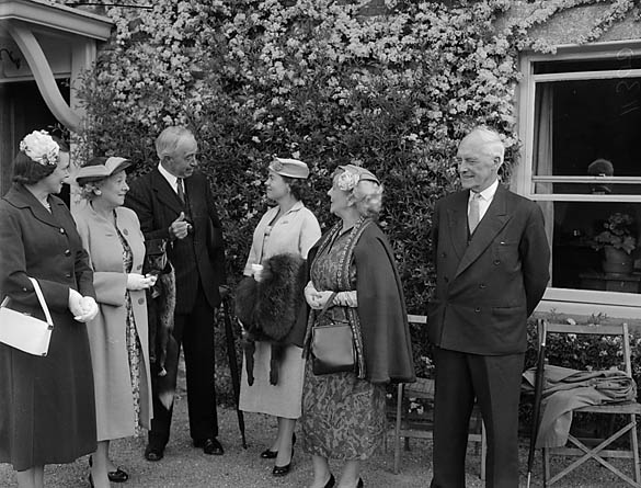 [A garden party at Llwyngwern Hall, Pantperthog, held by the High Sheriff of Montgomeryshire]