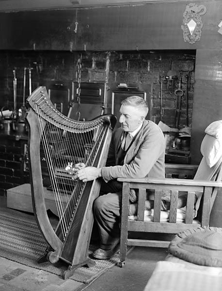 [John Anthony Jones, Rhydyfen, Arenig, playing the harp which he had made himself]