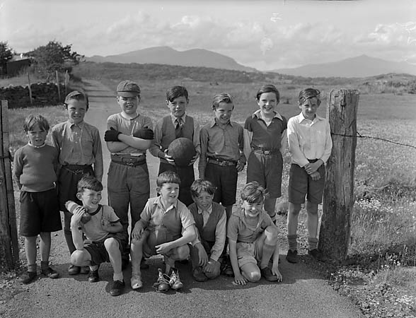 [Ynys United and Talsarnau Rovers - two football teams from Talsarnau School]