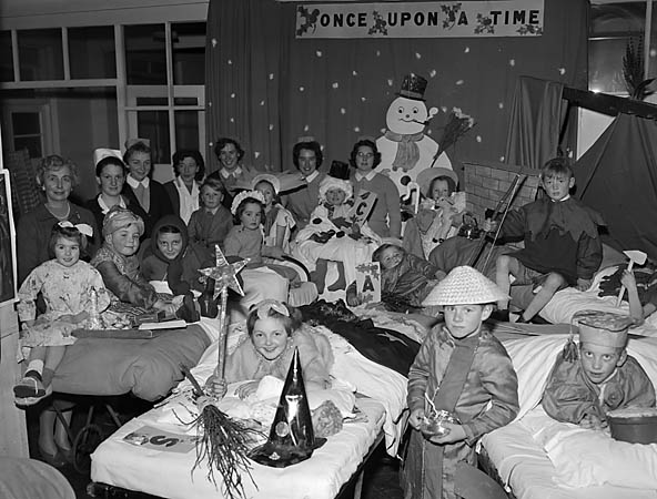 [Christmas in the Orthopaedic hospital at Gobowen]