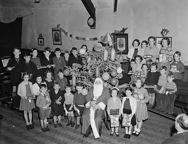 [Father Christmas with Methodist children in Dolgellau]