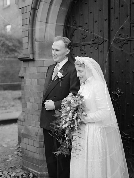 [Wedding of Kathleen Margaret Weale and Wallace Lloyd at Holy Trinity Church, Shrewsbury]