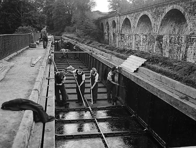 [Workmen clearing Chirk Aqueduct]