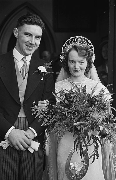 [Wedding of Ivernia Doreen Lumsden, Newtown and Edward J T Pugh, Llanidloes at Newtown, 1948]