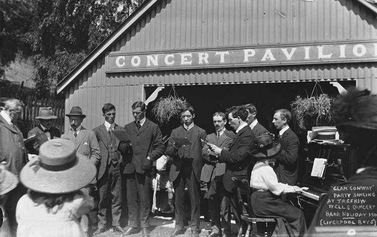 [Glan Conwy party singing at the Trefriw Wells Concert Pavilion, 1911]