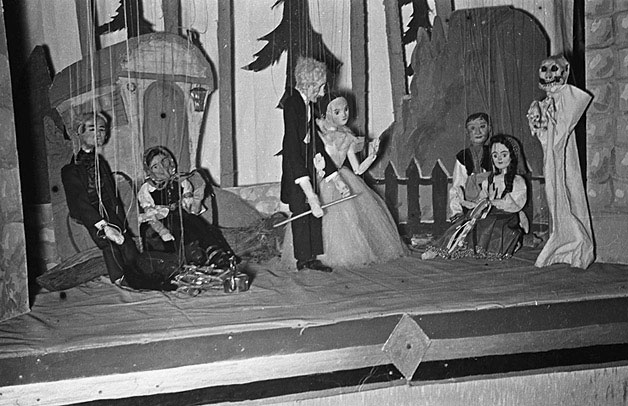 [Puppet show given by Ashford schoolgirls at Powis Castle]