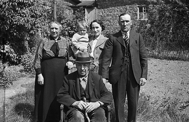 [Five generations of a family from Llanidloes]