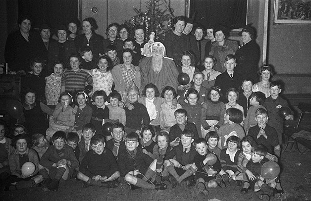 [Montgomery evacuees Christmas party by the local WVS, 1940]