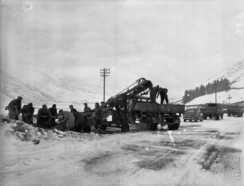 [A new machine to clear snow in Nant Ffrancon]