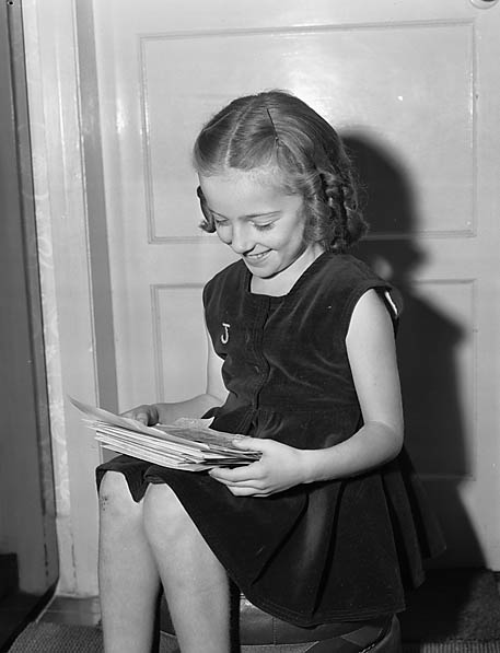 [Young dancer with her press cuttings]