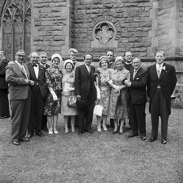 The [Priodas Sheila Huw Jones, un o weithwyr y BBC, a Charles Wyndham Evans, caplan Coleg Llanymddyfri]
