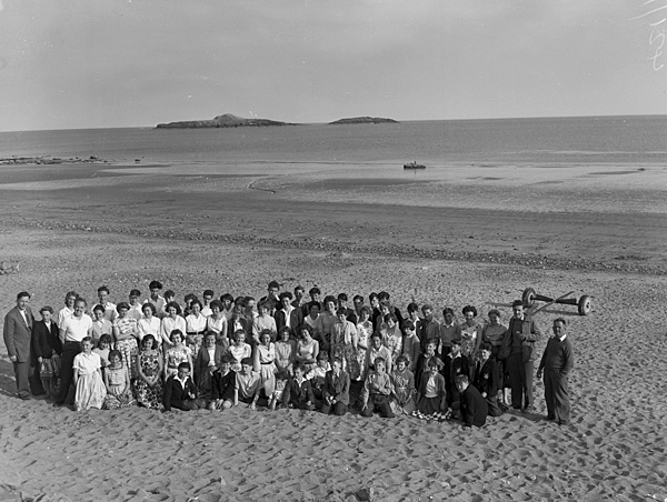 [Amlwch School children on the beach in Aberdaron]