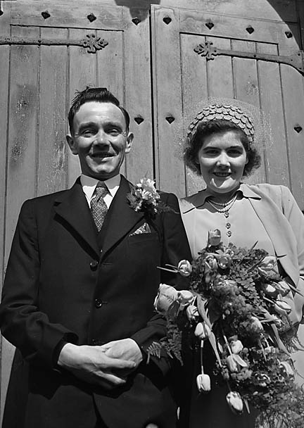 [Wedding of Betty Jones to Emrys Roberts at Llansilin MC Chapel]