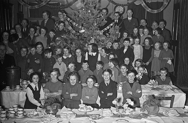 [Christmas parties for Welshpool evacuees in the Town Hall and New St Congregational Church Sunday school christmas party.]