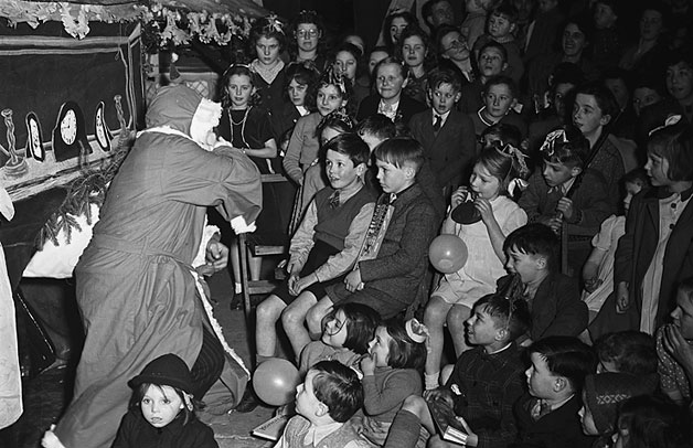 [Father Christmas at Elson, 1948]
