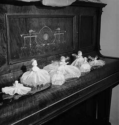 [Christmas dolls]