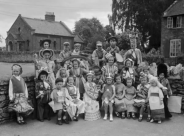 [Ford School Coronation parade]