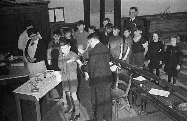 [Immunisation of children at Newtown, 1941]
