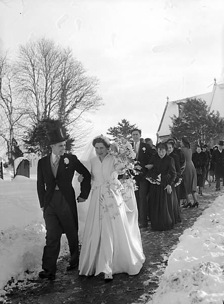 [Wedding of Betty Hochenhull to Gordon Whittingham]