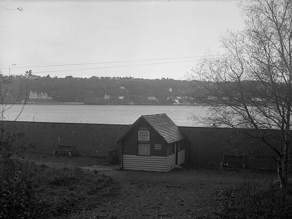 [Closure of Siliwen Baths, Bangor, because of pollution - argymhellwyd ei hailagor fel meithrinfa misgl]