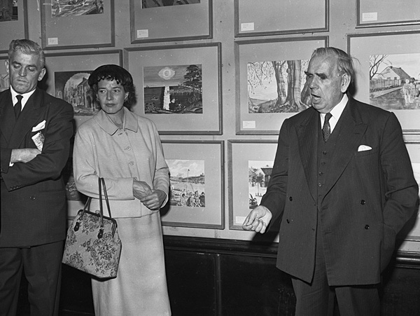 Yr [Lord Macdonald of Gwaenysgor opens an exhibition of children's art organised by the BBC]