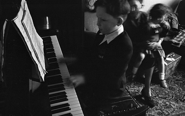 [Boy pianist, Hugh Melvyn Lloyd, in action]
