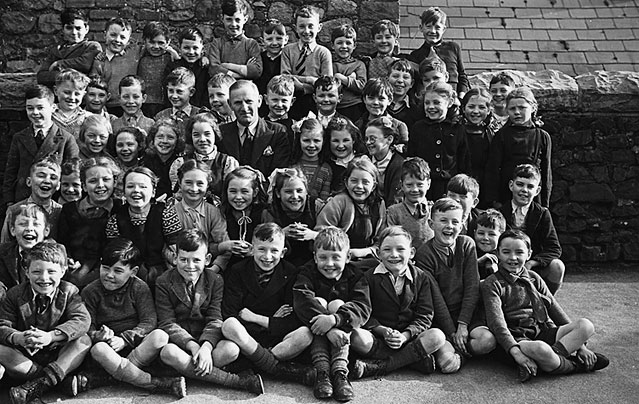 [Groups of Ammanford schoolchildren, 1949]