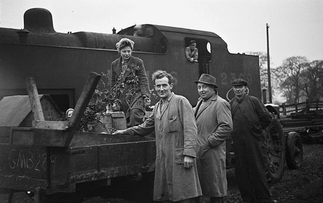 [Mr Allcroft, Cedars Farm, Malpas, moves his stock and machinery to Kent by train]