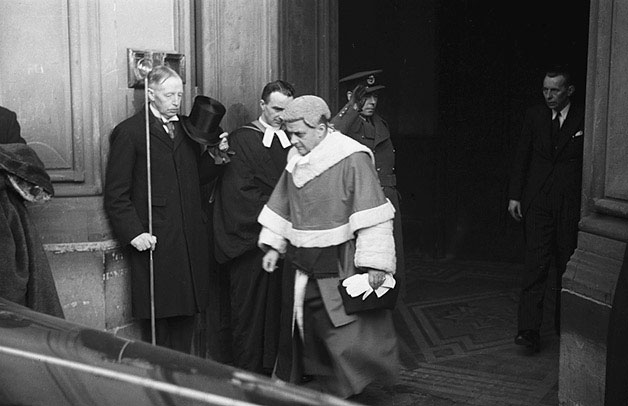 [Mr Justice Croom-Johnson, the High Sheriff and the Under-Sheriff leaving Assizes at Welshpool]