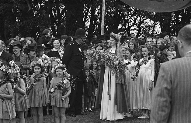 [Proclamation ceremony for the 1947 National Eisteddfod at Colwyn Bay, along with views of Llandudno]