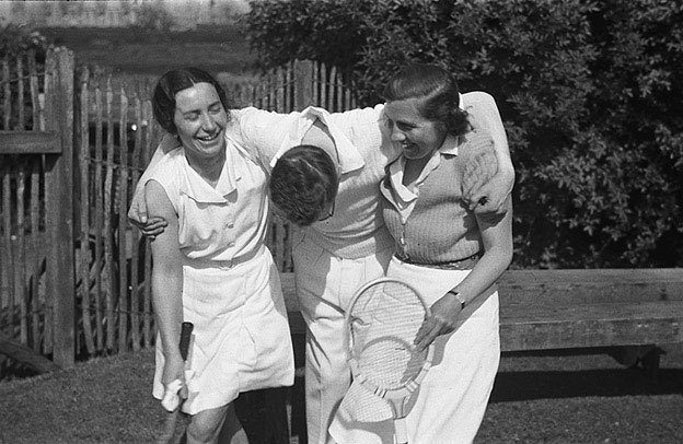 [Welshpool Tennis Club team and Oswestry Church Tennis Club team, at Welshpool]