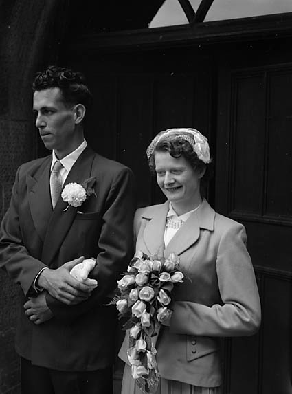 [Wedding of Amy Helena Edwards, Llangedwyn, to George Edward Lewis, Selattyn, at Llansilin]