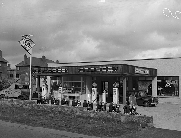 [Paragon Garage, Penygroes, advert photo]