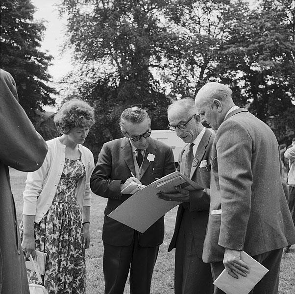 [Trefniadau ar gyfer seremoni cadeirio'r bardd yn Eisteddfod yr Urdd Rhuthin 1962]