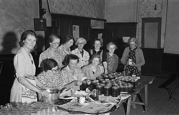 [Members of Meifod Women's Institute making jam]