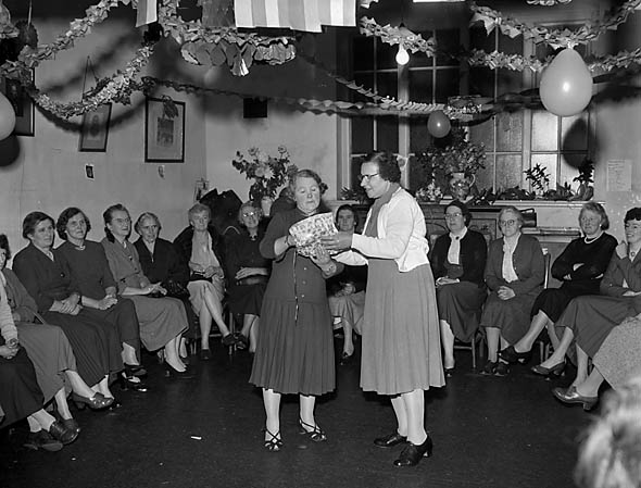 [Weston Rhyn Women's Institute Christmas Party]