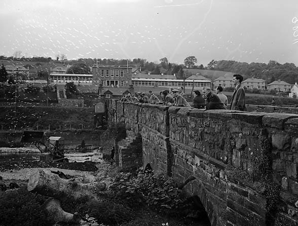 [Repairing the Ganllwyd bridge at Dolgellau]