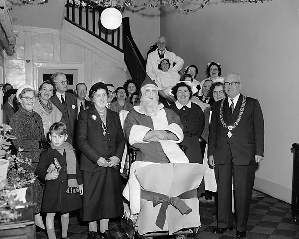 [Christmas Day visit by the Mayor and Mayoress of Oswestry to hospitals in the area]