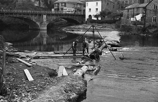 [Repairs to the weir on the Severn at Newtown]
