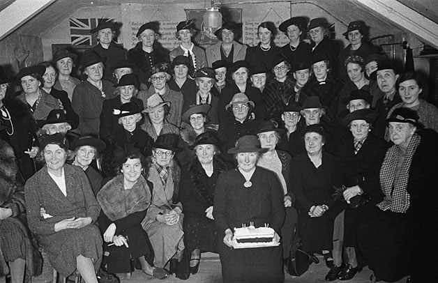 [Welshpool Women's Institute celebrate a birthday, 1941]