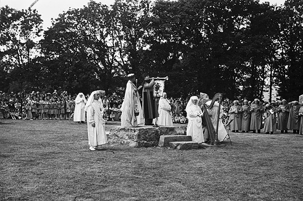 [Proclaiming the 1941 National Eisteddfod, at Colwyn Bay]