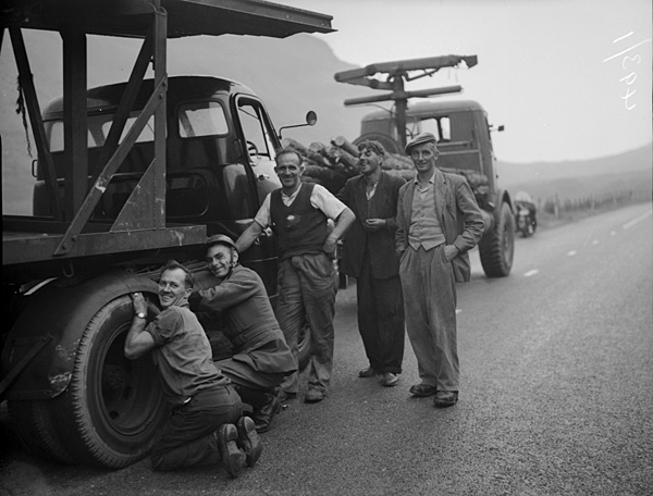 [A large lorry that had difficulties ascending along the road at Bwlch Oerddrws]