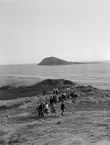 [Children of the Urdd Section of Sir Thomas Jones School, Amlwch, visiting Bardsey Island]