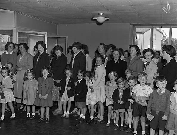 [Back to school at Oswestry Infant School, Middleton Road, Oswestry]