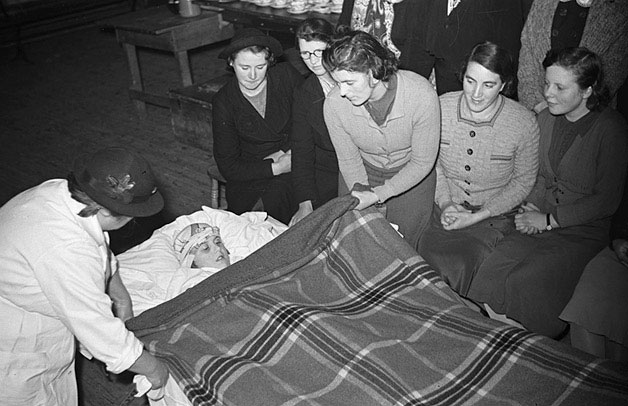 [Sarn Women's Voluntary Service home-nursing and first aid classes]