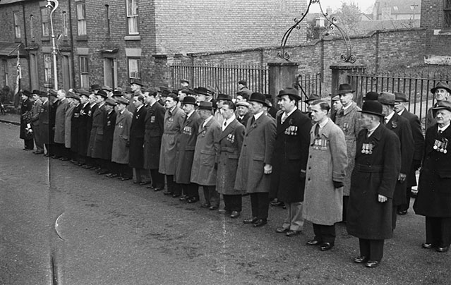 [Whitchurch (Shropshire) Armistice Day Service at the Cenotaph, November 11 1948]